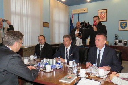 Premijer došao u Liku, ali sa više od sata kašnjenja