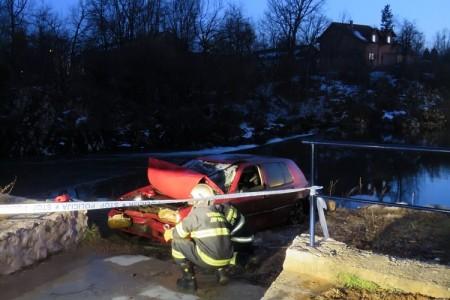 Izvlačenje automobila iz Novčice