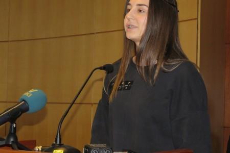 Lorena Bašić pokazala skupštinarima kako se s malo riječi može puno reći