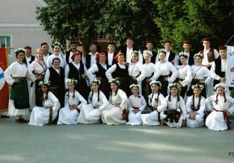 Folklorno društvo Otočac nastupa u Zadru