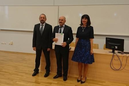 Gradonačelnik Gospića Karlo Starčević potpisao ugovor o dodjeli bespovratnih sredstava za pomoćnike u nastavi