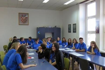 BRAVO!Gospićki gimnazijalci proveli dan u Europskom parlamentu, jedna od njih, Dorotea Kolatahi pobijedila na kvizu o poznavanju opće kulture zemalja članica EU!!!