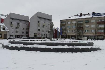 Ništa od bombastičnih najava, u Gospiću palo samo 11 cm snijega