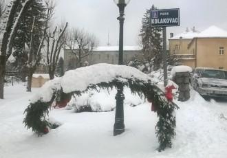 Advent u Gospiću koštao skoro 300,000 kuna,a za  božićno i novogodišnje kićenje grada u prvom polugodištu plaćeno skoro pola milijuna kuna