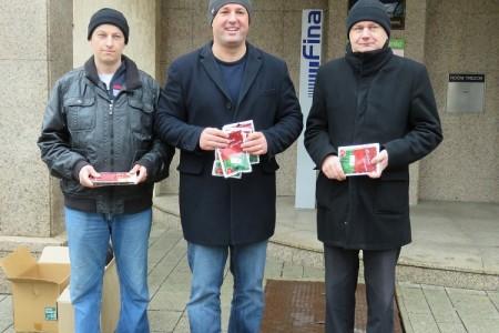 TUŽNO: SDP-ovci dijelili božićnu pšenicu, građani ih uglavnom izbjegavali!!!