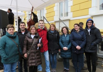 Konačno građanska inicijativa i u Lici: Otočani pokazali kako se voli svoj radio i svoj grad!!!