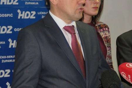 Tjedan dana nakon bombastične Milinovićeve izjave da je stotinjak članova zatražilo ispis iz HDZ-a zbog odluke o imenovanju u JU NP Plitvička Jezera stranački povjerenik Darko Nekić kaže da nema takvu informaciju