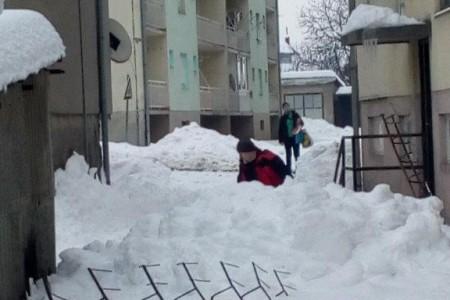 Nakon snježnog nevremena u Gospiću tragedija spriječena, a odšteta???