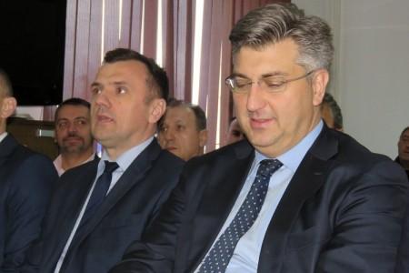 Tresla se brda, rodio se miš!!! Ipak, iako nakon dvosatnog sastanka nije ništa konkretno rekao,Plenković je otvorio mogućnost osvježivanja na ključnim pozicijama u ličkom HDZ-u!!!