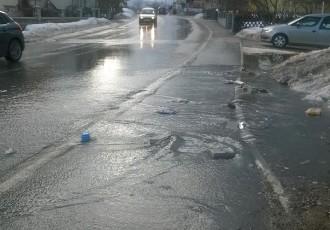 Topi se snijeg, vode bujaju. Oprez u Zagrebačkoj ulici u Gospiću!!!