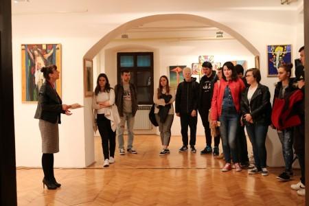 Gimnazijalci posjetili izložbu postavljenu u Muzeju Like povodom Uskrsa