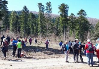 Dvjestotinjak planinara iz Hrvatske i Slovenije sudjelovalo u pohodu na Zarin kod Brinja