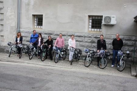 Ličko-senjska policija uručila devet bicikala osnovnim školama!!!