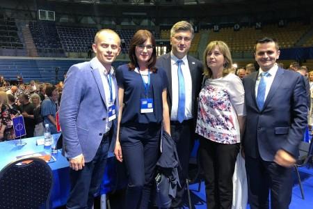 I lički HDZ-ovci na stranačkom Saboru  na kojemu je nakon 18 godina donijet novi stranački statut