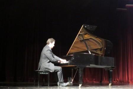 Pijanist Filip Fak oduševio gospićku glazbenu publiku