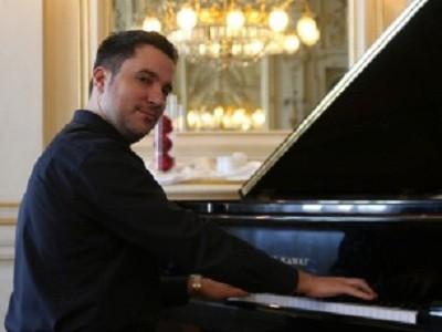Večeras u Gospiću nastupa  pijanist Filip Fak