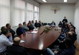 Zbog nestatutarnog djelovanja raspušteni svi temeljni ogranci gospićkog HDZ-A!!!
