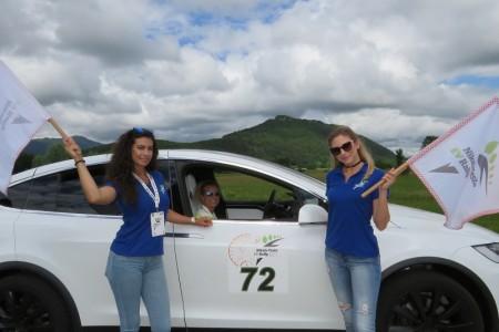Karavana s 55 Tesla automobila zastala u Teslinom centru u Smiljanu!!!