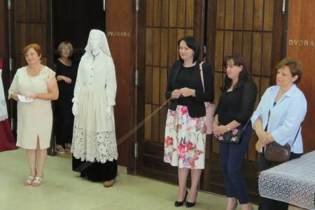 VIDEO: Izložba i modna revija hrvatske čipke u Gospiću