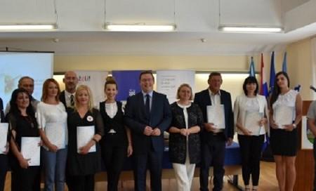 Zamjenica gradonačelnika Kristina Prša u Ravnoj Gori od ministra Marka Pavića preuzela  ugovor za zapošljavanje žena težak skoro 5 milijuna kuna!!!