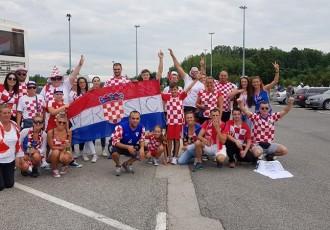 Perušićani zahvaljujući Općini i načelniku Turiću putovali na doček Vatrenih u Zagreb!!!