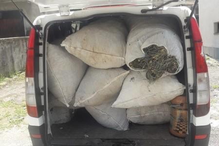 Po ličkim cestama švercaju se i ljudi i materijalna dobra, policija neki dan u kombiju pronašla 30 Pakistanaca, a danas više od 200 kilograma smilja