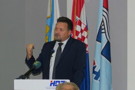 Lovro Kuščević pozvao članove HDZ-a kojima se prijeti i ucjenjuje ih se, da to obavezno prijave u središnjicu stranke