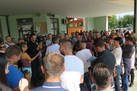 Krah Milinovićeve autobus demokracije. U Zagreb otišlo malo ljudi, uglavnom zaposlenici županije, uhljebi i članovi njihovih obitelji!!!