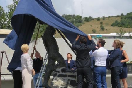 Konačno dostojan spomen hrabrim hrvatskim herojima poginulima u Oluji!!!