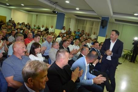 FOTO: dio atmosfere s predstavljanja kandidature Marijana Kustića