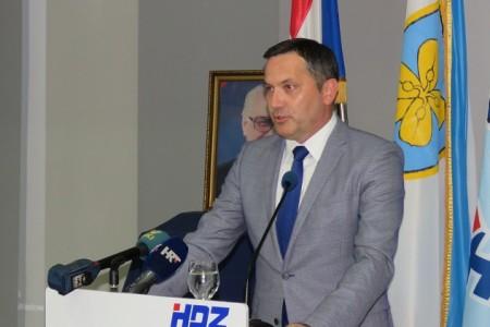 Članovi HDZ-a danas biraju novog predsjednika Županijske organizacije HDZ-a Ličko-senjske županije. No već je jasno da će to biti Marijan Kustić