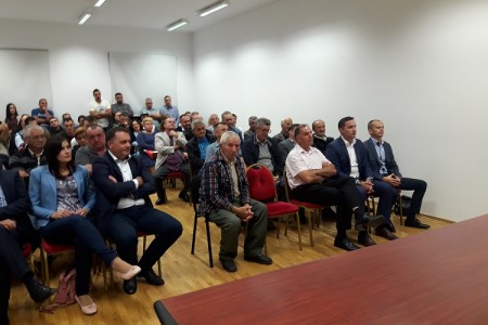 Lovinački HDZ čvrsto uz Marijana Kustića