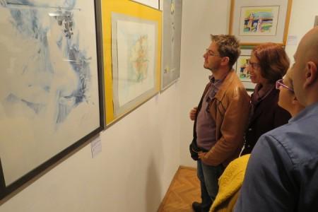 """U Muzeju Like u Gospiću otvorena  intrigantna,ali i interesantna   izložba """"Ljepota lažnog sjaja"""""""