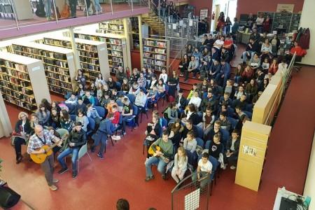 """U gospićkoj knjižnici nastupili glazbenici splitske udruge """"Glazbene niti ljubavi""""!"""