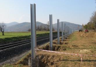Perušićani pitaju kome i zašto se gradi bukobran uz prugu u selu Sveti Marko?
