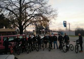 """Članovi Biciklističkog kluba """"Crna Kraljica"""" jutros krenuli prema Gradu heroju"""