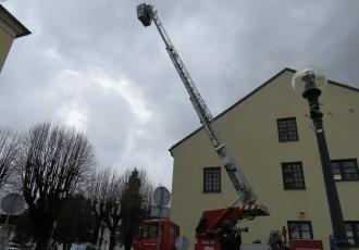 Austrijanci donirali gospićkim vatrogascima vatrogasno vozilo
