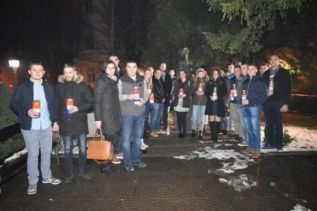 Mladež HDZ-a Gospić održala konstituirajuću sjednicu i potom odala počast Franji Tuđmanu i poginulim braniteljima