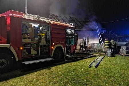 Gospićki vatrogasci intervenirali na požaru gospodarske zgrade u Mušaluku