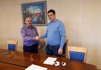 Gradonačelnik Karlo Starčević i direktor gospićke veterinarske ambulante Tomislav Rukavina potpisali ugovore vezane uz zaštitu životinja na području Grada Gospića