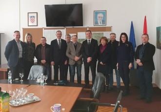 Središnji državni ured za stambeno zbrinjavanje investirati će na području Ličko senjske županije više od 12,5 milijuna kuna