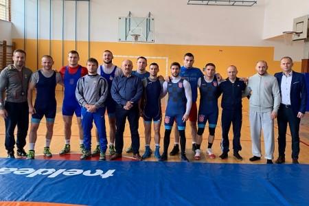 Gradonačelnik Karlo Starčević posjetio hrvačku reprezentaciju Hrvatske koja se priprema u Gospiću