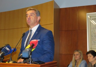 Politička lakrdija u Lici,  Darko Milinović ostaje apsolutni šef Ličko-senjske županije!!!!