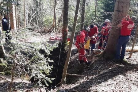 Gospićki spašavatelji izvukli unesrećenog iz  jame kod Rudopolja
