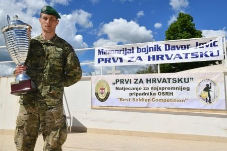 Skupnik Nikola Knežević najspremniji je pripadnik HV-a!