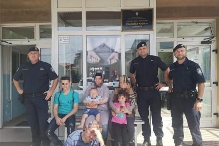 Ličko-senjski policajci spasili migrantsku obitelj iz Sirije