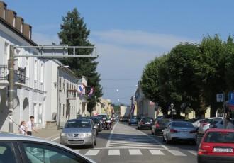 """Dobar potez gradske vlasti-  Hoće li konačno """"odzvoniti"""" nepropisnom parkiranju u Gospiću?"""