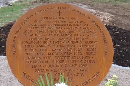 KONAČNO: nakon 36 godina iščekivanja postavljen spomenik žrtvama stravične željezničko-cestovne nesreće u Bilaju