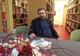 """Zoran Ferić u Gospiću predstavio roman """"Na osami blizu mora"""""""