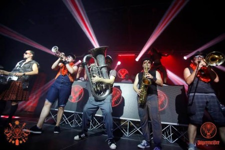 Večeras u The Highlander′s pubu u Gospiću ne propustite Jägermeister party uz hostese i DAS BRASS BAND